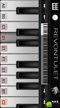 美眉弹钢琴
