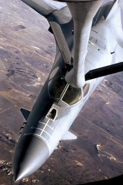 战略轰炸机:B - 1枪骑兵
